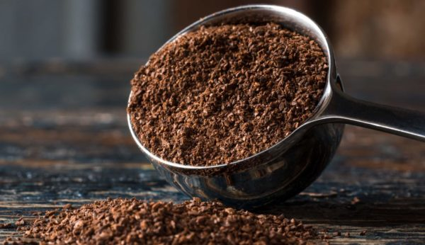 5 Ways Coffee Benefits Your Skin (Includes Scrub and Mask Recipes)